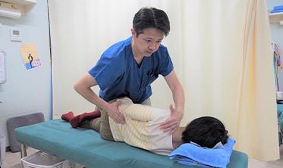 腰の治療の様子